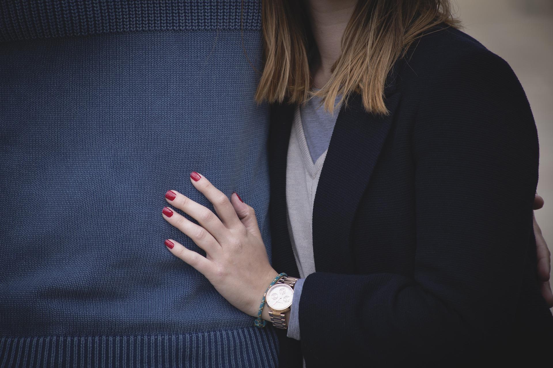 El método del beso y el abrazo