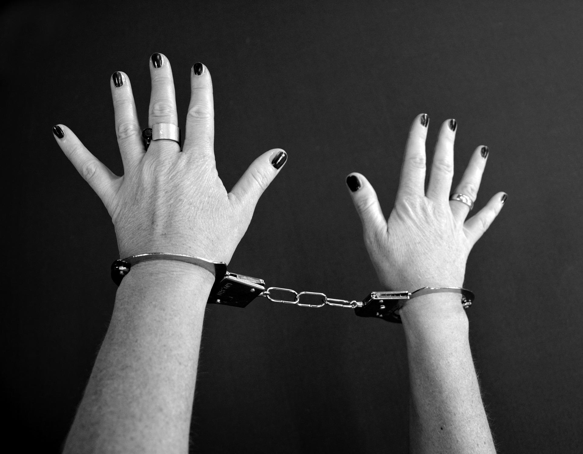 Teorías criminológicas de la delincuencia femenina